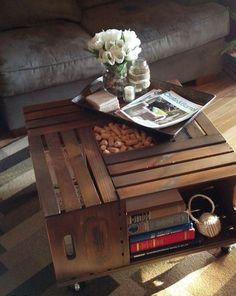 mesa con cajas de vino