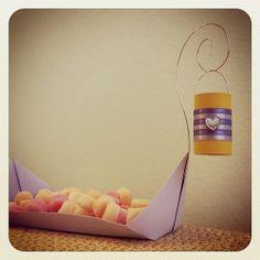 Barca centro de mesa para guloseimas - tema Rapunzel.  Personalização de itens…
