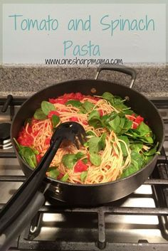 Delicious homemade dinner recipe right here. Try this Tomato Spinach Pasta Recipe tonight with your family. Spinach and Tomato Pasta - New dinner recipe. No meat dinner idea. New Recipes For Dinner, Healthy Dinner Options, Easy Holiday Recipes, Vegetarian Recipes Dinner, Veg Recipes, Easy Chicken Recipes, Healthy Recipes, Pasta Recipes No Meat, Dinner Healthy