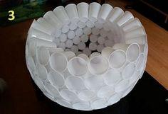 Faire un bonhomme de neige avec des gobelets en plastique Christmas Program, Plastic Art, Diy Arts And Crafts, Punch Bowls, Decorative Bowls, Christmas Crafts, Candle Holders, Candles, Holiday Decor