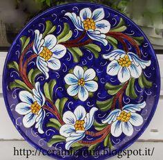 Piatti di ceramica da muro dipinti a mano.Deruta
