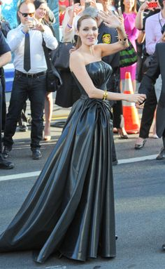 La familia Jolie-Pitt a escena, pero ¿dónde estaba su hija Vivienne, estrella de 'Maléfica'? #cine