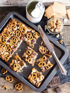 Chocolate Nuts Pretzel Cookie Bars { Buchrezension + Rezept Bake in the USA }