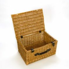 Wicker Basket Picnic Hamper Ideal for Christmas Hamper Wicker Picnic Basket, Wicker Baskets, Christmas Hamper, Home And Garden, Curvy Bride, Language, Diy, Little Cottages, Bricolage