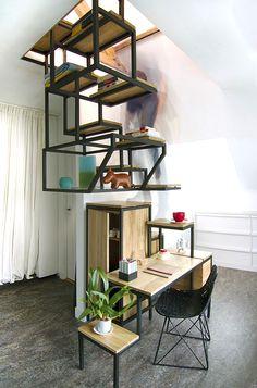 Super trap die tevens dient als bureau en opbergruimte