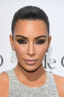 Kim Kardashian shares her 6 favourite budget makeup products. Kim Kardashian, Kardashian Beauty, Smokey Eyeshadow, Smoky Eye Makeup, Eyeshadow Makeup, Bold Eyeliner, Red Carpet Makeup, Red Carpet Hair, Kylie