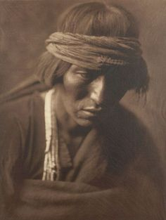 Hastobiga - Navajo Medicine Man, photogravure by Edward S. Curtis, from the permanent collections of Arizona State Museum. Native American Images, Native American Tribes, Native American History, American Indians, Edward Curtis, Navajo People, We Are The World, Native Indian, Apache Indian