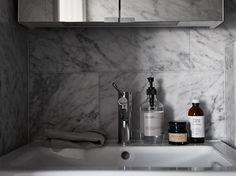 Details in badrum / bathroom, Stockholm, Sweden. Styling: VRÅ homestyling @vrahomestylingsthlm Photo: Fredric Boukari @Fredric Boukari Estate Agent: Wrede @wredefastighetsmakleri