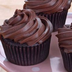 These Duncan Hines chocolate cupcakes keep it muy interesante with a touch of cinnamon and cayenne pepper.