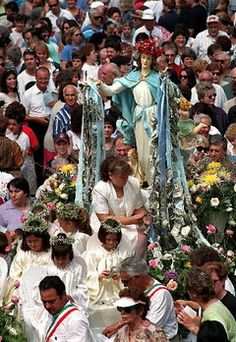 The Feast of the Assumption in Little Italy, Cleveland. Loved going every year as a teenager. Cleveland Rocks, Cleveland Museum Of Art, Cleveland Ohio, Cincinnati, Beautiful Sites, Beautiful World, Cuyahoga National Park, Cruise Port, Little Italy