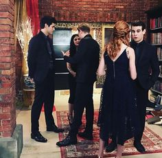 12 Incredible Cast Moments You Need In Your Life - Shadowhunters Clary E Jace, Clary Fray, Shadowhunters Tv Show, Shadowhunters The Mortal Instruments, Katherine Mcnamara, Girl Meets World Cast, To The Bone Movie, Magnus And Alec, Famous In Love