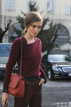 loving this simple but perfectly fitted and casual outfit! all she needs is a delicate gold necklace to finish it off.