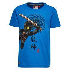 Jongens blauwe tshirt Lego Ninjago - Cole van het kinderkleding merk legowear  Deze blauwe tshirt is voorzien van een korte mouw en een ronde hals. De schirt heeft een tekening van het Lego ninjago figuur Cole