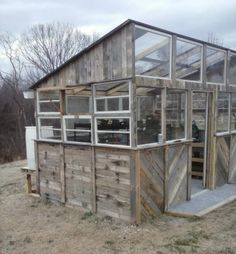 reclaimed pallet greenhouse