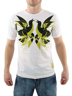 Ames Bros White War Birds T-Shirt Ames Bros War Birds T-Shirt - Mens t-shirt from Ames Bros - Crew-neck - Large print on front - Slim fit - Product Code: AMBWARBWH - Material: 100% Cotton - Colour: White Washing Instructions: Tur http://www.comparestoreprices.co.uk/t-shirts/ames-bros-white-war-birds-t-shirt.asp