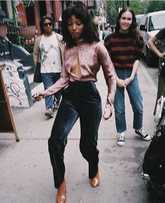 Musing DIANA GORDON Singer/Song Writer formerly know as Wynter Gordon, Diana Gordon, is self love, style, and aura goals. 70s Black Fashion, Retro Fashion, Street Fashion, Vintage Fashion, Womens Fashion, Looks Style, My Style, Hippie Style, 70s Mode