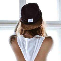 Hat to the back #tomboystyle #tomboy #womeninbaseballhats #snapbacksandfitteds
