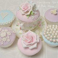 Couture cupcakes - floral cupcake - an elegant cupcake theme - Cupcakes #cupcakes