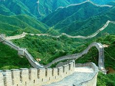 The Great Wall in China's vast land of the north east and west lie the rolling one, imposing, as long as more than ten thousand li long wall.  Great Wall is China's ancient defense project is a great crystallization of ancient Chinese people's strong determination and a high degree of wisdom in ancient China embodies the remarkable achievements of engineering technology, but also shows the Chinese nation's long history.