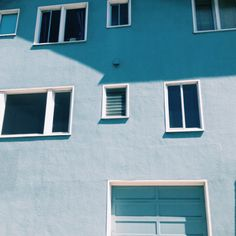A selection of beautiful spaces where we can see the luxury of the color baby blue. Blue Aesthetic Tumblr, Light Blue Aesthetic, Blue Aesthetic Pastel, Aesthetic Colors, Blue Neighbourhood, Everything Is Blue, Bleu Turquoise, Pastel Blue, Warm Colors