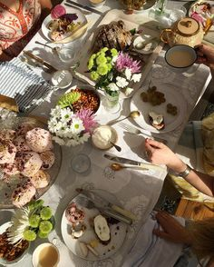 Will dream of this #foodwithfriendscookbook tea party for many moons. Looking forward to pulling the story together for @thekitchn by leelacyd