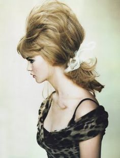 """Vogue UK September 2005 """"Belle de Nuit"""" Behati Prinsloo by Paolo Roversi Vogue Uk, Pelo Retro, Pinned Up, Pelo Vintage, Cherry Blossom Girl, Corte Y Color, Retro Hairstyles, Wedding Hairstyles, Bouffant Hairstyles"""