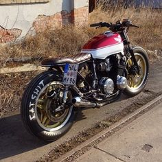 A garage for special motorcycles and cafe racers Inazuma Cafe Racer, Cafe Racer Helmet, Cafe Racer Honda, Cafe Racer Girl, Cafe Bike, Custom Cafe Racer, Cafe Racer Bikes, Cafe Racer Motorcycle, Cafe Racers