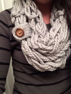 Easy DIY arm knit scarf - I need to make this!