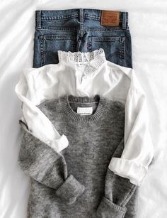 Jean + pull gris col rond + chemise blanche col haut à dentelle Jean + sweater gray round collar + white shirt high collar with lace Looks Chic, Looks Style, Style Me, Look Fashion, Fashion Outfits, Womens Fashion, Fall Fashion, Preppy Fashion, Workwear Fashion