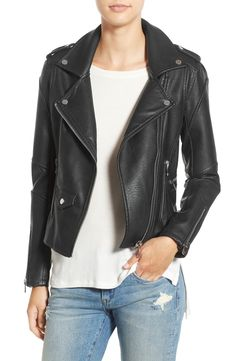Obsessing over this chic leather jacket that is sure to be a fave all season long. It's classic moto details and smooth faux leather make this piece easy to layer and wear.