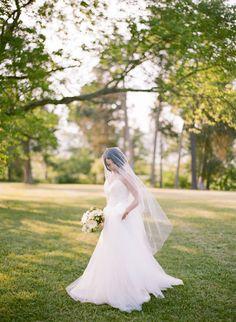 Bridal Inspiration by Elisa Bricker: http://www.norwegianweddingblog.com/2015/02/brudekjolenspirasjon-og-blomster-for-brud-og-bryllup-av-elisa-bricker.html