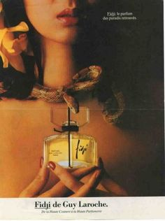 This is the complete ad for Fidji, with a snake pointing to the perfume.