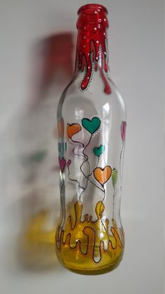 Glass bottle hearts - Quilling Deco Home Trends Painted Glass Bottles, Glass Bottle Crafts, Diy Bottle, Bottle Art, Decorated Bottles, Glass Painting Patterns, Glass Painting Designs, Bottle Drawing, Bottle Painting