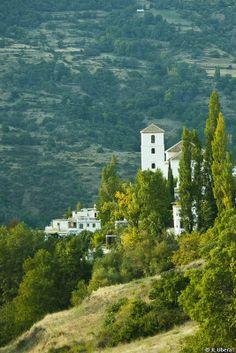 La Villa Turística de Bubión está situada en La Alpujarra, en el barranco del Poqueira, en un paraje de singular belleza y en el pueblo de Bubión. Ofrece unas magníficas vistas que permiten, incluso, contemplar el mar Mediterráneo.