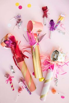 [On lit] Giant party blowers diy - Oh happy day Cute Crafts, Crafts To Make, Diy Crafts, Creative Crafts, Diy Party Dekoration, Party Blowers, Diy Girlande, Sprinkle Party, New Years Eve Party