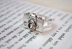Camera Ring by KellyStahley on Etsy, $18.00  For all you photographers or picture lovers.