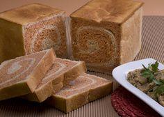 לחם קסטן אדום-לבן עם מטבל קישואים  (צילום: ראובן אילת) ועוד כמה מתכוני לחמים