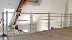 Garde corps d'étage en frêne avec partie basse en verre feuilleté maintenue entre pinces et 2 barres inox