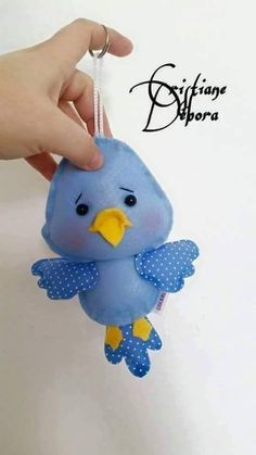 Passarinhos com moldes *FELT ART ~ Birdies with mold Bird Crafts, Felt Crafts, Easter Crafts, Craft Projects, Sewing Projects, Felt Baby, Felt Birds, Felt Christmas Ornaments, Felt Patterns