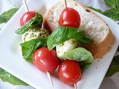 Tomaten - Mozzarella - Spieße, ein raffiniertes Rezept aus der Kategorie Kalt. Bewertungen: 83. Durchschnitt: Ø 4,4.