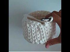 Penye ip ile burgu modelli yuvarlak sepet yapımı-2 - YouTube Beading Projects, Crochet Videos, T Shirt Yarn, Diy Projects To Try, Diy And Crafts, Basket, Beads, Knitting, Knit Basket