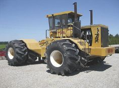 """FARM SHOW - Giant """"Rite Tractors"""" Still Going Strong """"Earthquake"""" 750"""