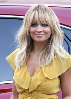 1017 nicole richie blonde hair haircut without extensions outside bd Love Hair, Great Hair, Awesome Hair, Awesome Makeup, Hairstyles With Bangs, Pretty Hairstyles, Blonde Fringe Hairstyles, Cooler Look, Grunge Hair