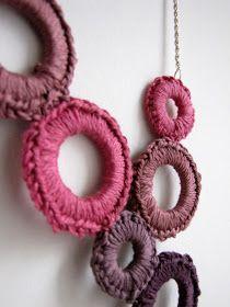 Little Treasures: Crochet delight necklace tutorial