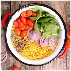 Das Nudelgericht aus einem Topf erobert auch Europa! Wir zeigen in unseren Supertrix auf live.moebelix.at drei Rezeptideen für die sogenannte One Pot Pasta.