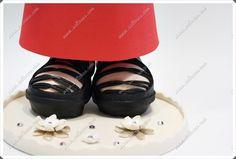 Fofucha personalizada con vestido rojo para boda, con sus sandalias y su bolso. No pueden faltar anillo y pulseras.  Todas mis muñecas están registradas y está prohibida su copia.   www.xeitosas.com