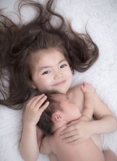 Big sister + newborn awe for my girls! Sibling Photos, Newborn Pictures, Pregnancy Photos, Baby Pictures, Foto Newborn, Newborn Poses, Newborn Shoot, Newborns, Big Sister Pictures