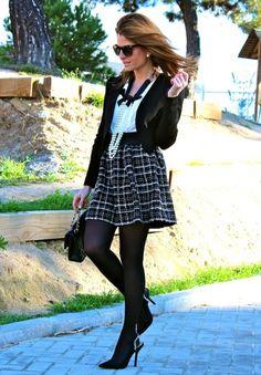 Fashion and Style Blog / Blog de Moda . Post: Oh My Looks skirt dedicated to my blogger friend Achanelada / Falda Oh My Looks dedicada a mi amiga del blog Achanelada.More pictures on/ Más fotos en : http://www.ohmylooks.com/?p=21215 I wear/Llevo Skirt : Oh My Looks Shop (info@ohmylooks.com) ; Blouse : Elogy (El Corte Inglés) ; Necklace : Fahoma (old ) ; Shoes : Zara (old) ; Jacket H&M ; Sunglasses : Mango ; Bag : Chanel