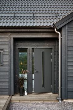 Black House Exterior, Exterior Homes, House In The Woods, My House, Bungalow Renovation, Construction Design, Home Fashion, House Painting, Future House