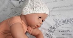 I wanted a really simple but sweet baby hat that would work well for a newborn boy or girl. I know that I have written dozens of hat patter. Baby Hat Knitting Pattern, Baby Hat Patterns, Baby Hats Knitting, Free Knitting, Crochet Patterns, Knitted Dolls, Knitted Hats, Crochet Hats, Crochet Hat Size Chart